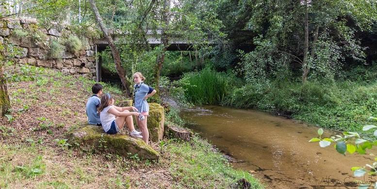 scouts xunto ao río