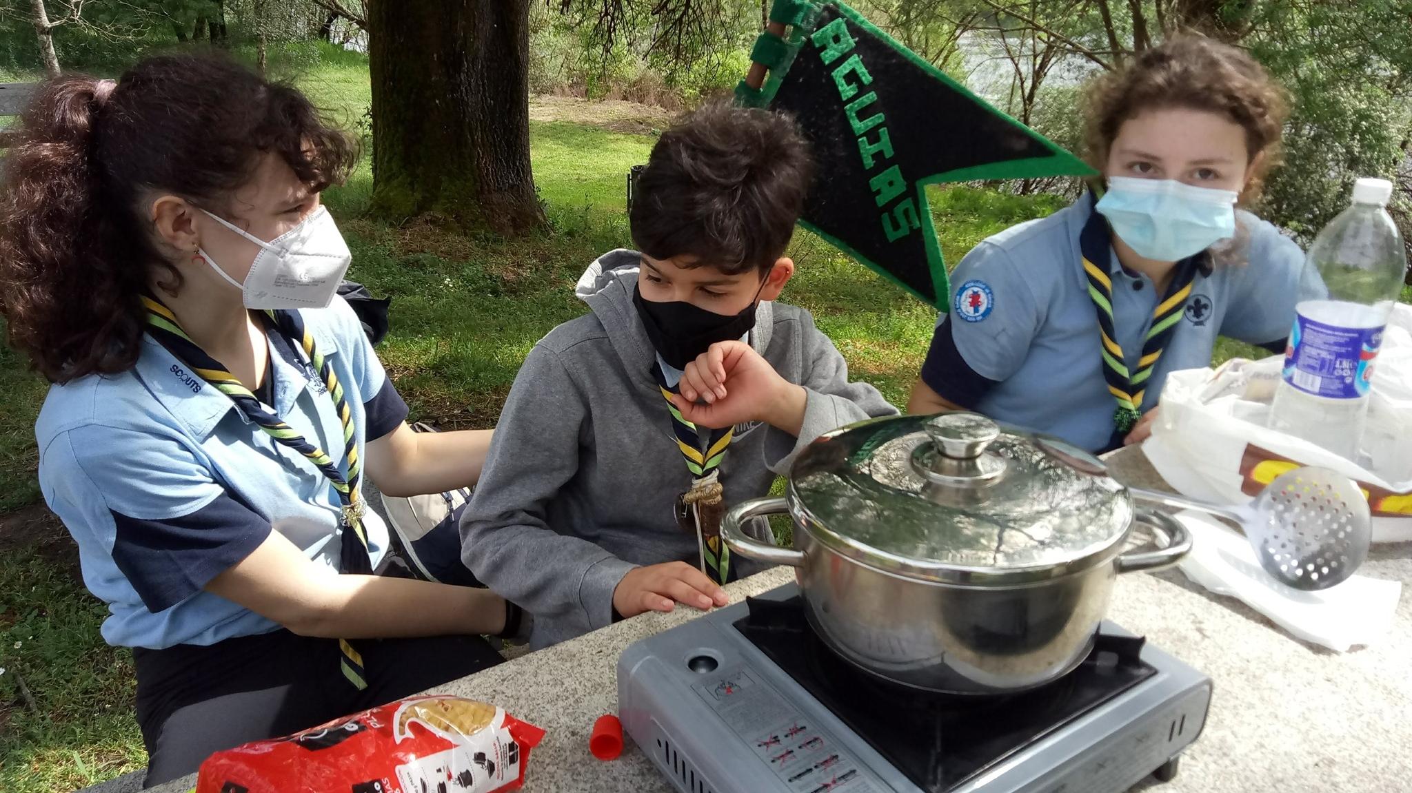 scouts cociñando